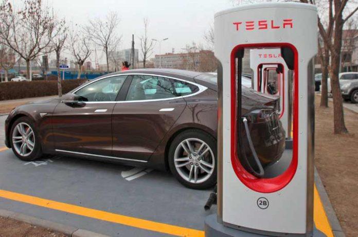 Tesla es multada por $16K debido a limitar la capacidad de la batería y la velocidad de carga en Noruega