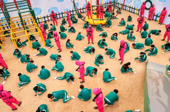 Niños recrean El Juego del Calamar en Bélgica y golpean a los perdedores